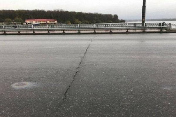 Фахівець ТОВ «Тернопіль Мостобуд» пояснив причину виникнення тріщини на дамбі