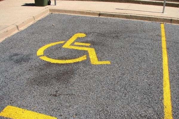 В Україні збільшено штраф за паркування на місцях для інвалідів