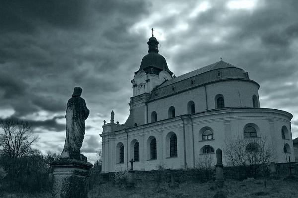 Микулинці на Тернопільщині: Бароковий костел, Графський палац та Середньовічний замок (Фото)