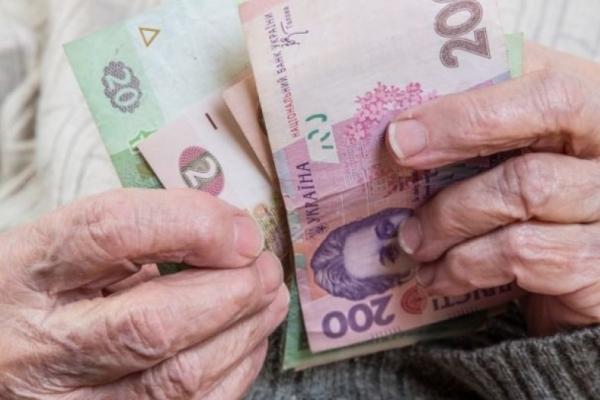 Тернополянам піднімуть пенсії за рахунок розмитнення «євроблях»