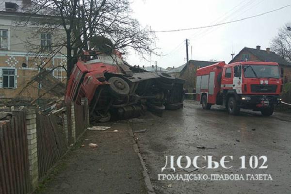 В Підгайцях вантажівка врізалась в огорожу і на смерть збила чоловіка