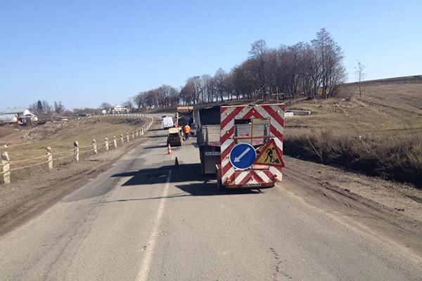 При в'їзді у Тернопіль зі сторони Збаража роблять нове кільце, щоб запобігти численним аваріям (Відео)