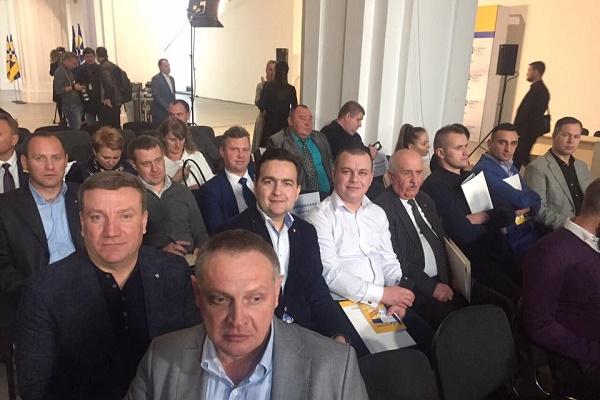 Визначити обов'язки Президента і парламенту хоче «Народний фронт»