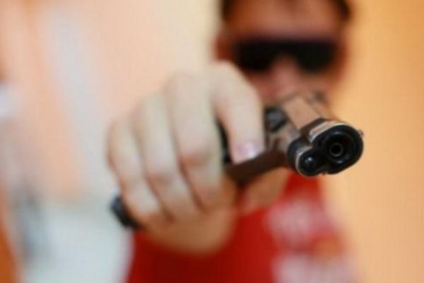 У Тернополі орудує небезпечний злочинець з пістолетом