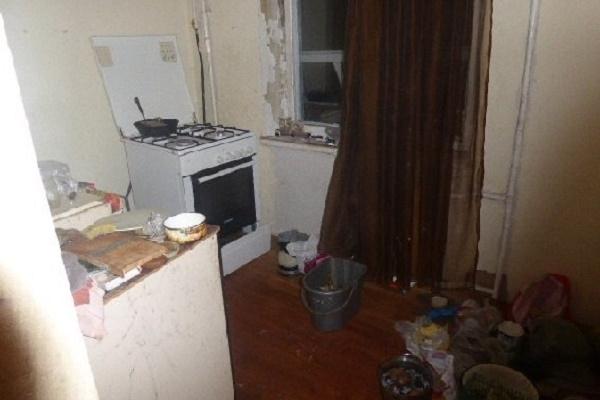 Жінка майже місяць жила в квартирі з тілом померлої матері (Фото)