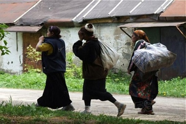 Роми поцупили у жительки Шумського району золоті прикраси