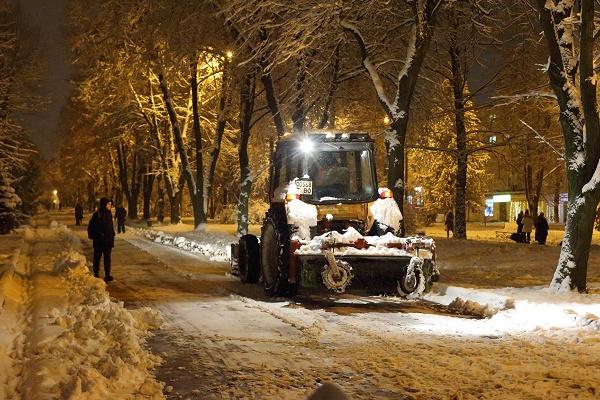 Тернопіль від снігу прибирало 44 одиниці спецтехніки (Відео, Фото)