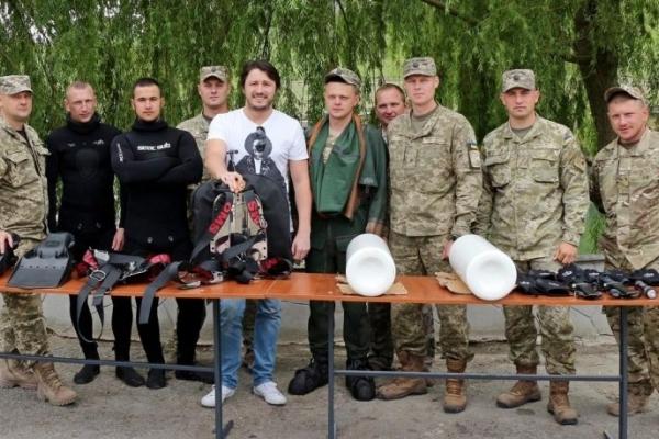 Шоумен Сергій Притула з Тернополя – серед 5 українських зірок-волонтерів, які допомагають армії