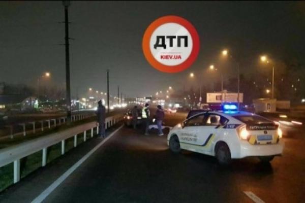 Жахлива ДТП у столиці: автомобіль розчавив жінку