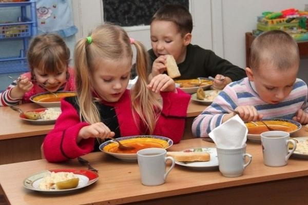 Районні чиновники вирішили «виїхати на плечах» батьків дітей в садочках і посварити громади?