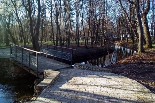 Навпроти Надставної церкви у парку «Топільче» влаштували доріжку – пандус