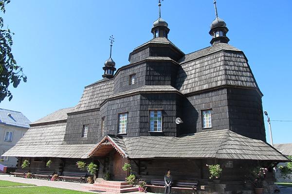 Завдяки ентузіасту про храми Чортківщини знатиме весь світ