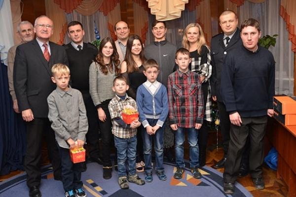 З гостинцями від Святого Миколая тернопільські поліцейські відвідали дитячий будинок