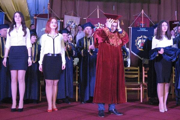 У педагогічному університеті передали владу новому ректору (Фото)