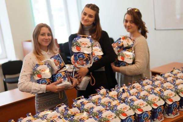 «АТБ» виступив у ролі Святого Миколая для тисяч українських дітей