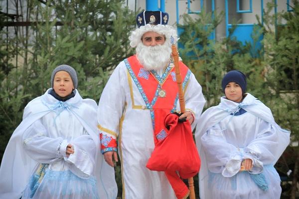Протягом чотирьох днів Святий Миколай подорожував по Скалі-Подільській, роздаровуючи всім на своєму шляху образочки та солодощі