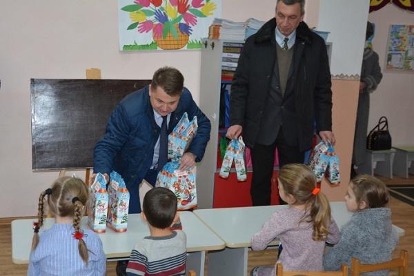 Голова обласної ради завітав до діток Борщівщини з подарунками від Святого Миколая