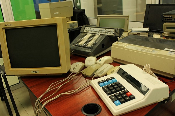 Ще один університет Тернополя передав експонати для створення «Музею ІТ» (Фото)