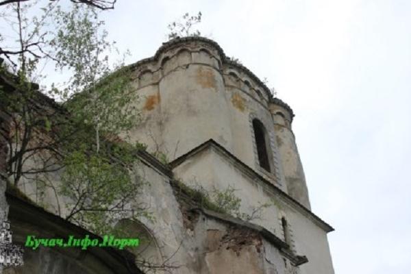 Язловецький готико-ренесансний костел Внебовзяття Пресвятої Діви Марії – один з найдавніших римо-католицьких храмів Тернопільської області (Фото)