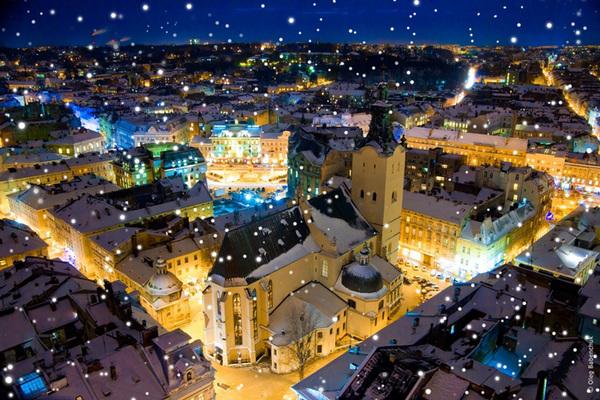 Послідовник Ірода: У Львові чоловік в шортах викрав фігурку Ісуса під вікнами Садового
