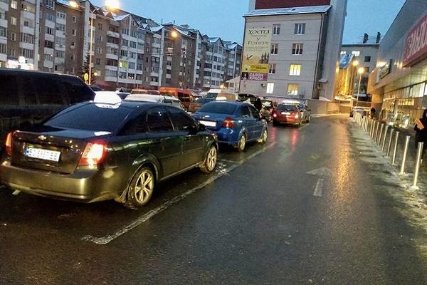 У Тернополі таксисти порушують усі етичні норми та навіть закон