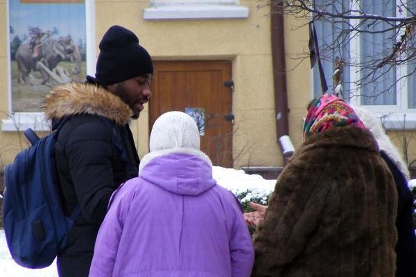 У Тернополі відомі бабусі-шантажнистки чіпляються вже до іноземців (Фото)