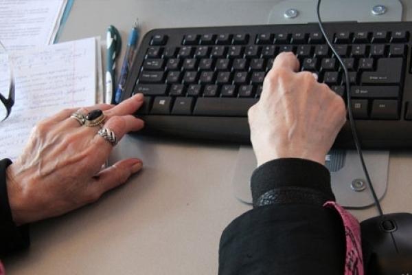 Пенсіонерів на Тернопільщині садять за комп'ютери