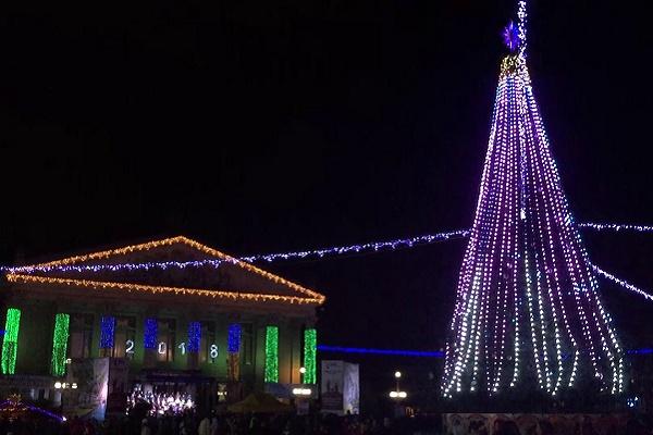 Передноворічний Тернопіль: на головній площі, як у казці (Відео)