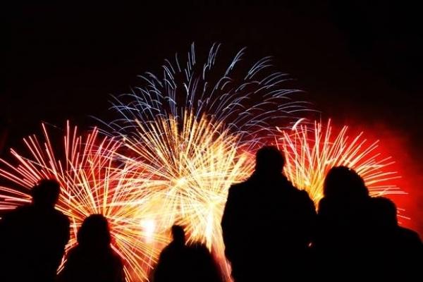 На сході війна, а над Тернополем вибухами розливались святкові вогні новорічних феєрверків