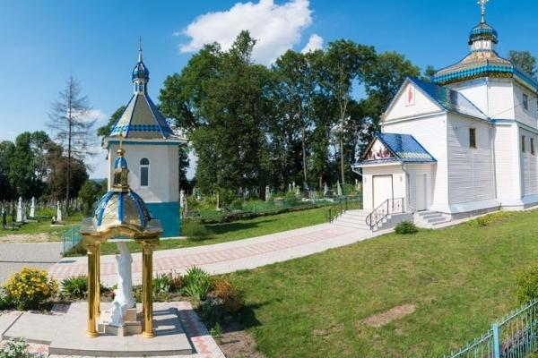 В Борщівці і Синівцях на Лановеччині оновили дзвіницю і церкву (Фото)