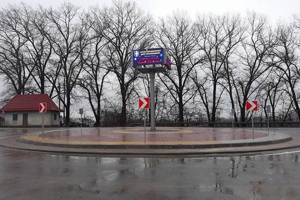Тернопільські водії збивають дорожні знаки як кеглі в боулінгу (Фото)
