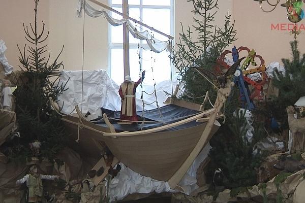 У найбільшій шопці в Тернополі нові фігури, які оживуть на Різдво (Відео)