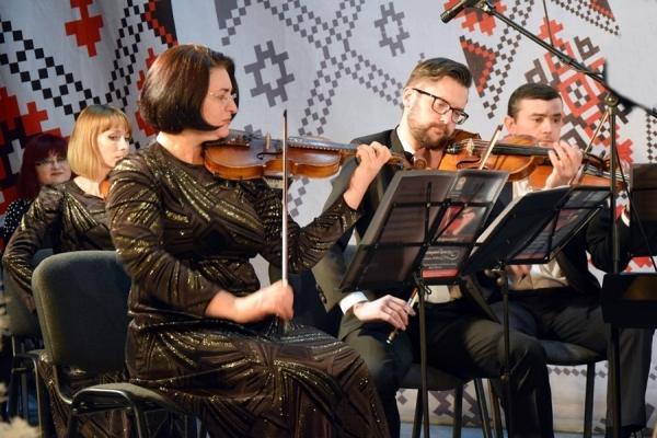 Музичні «Дарунки Різдва» від галицького камерного оркестру з Тернополя (Фото)