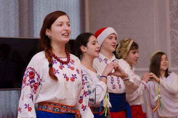 В обласній адміністрації заколядували діти з Сєвєродонецька (Фото)