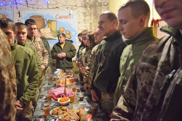 Уже четвертий рік поспіль тернопільські артилеристи відзначають Різдво у зоні АТО (Фото)