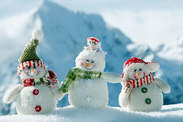 Тернополяни зробили сніговика без снігу (Фотофакт)