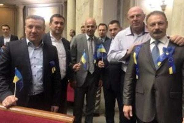За що шість тернопільських нардепів отримали по 192 тисячі гривень?