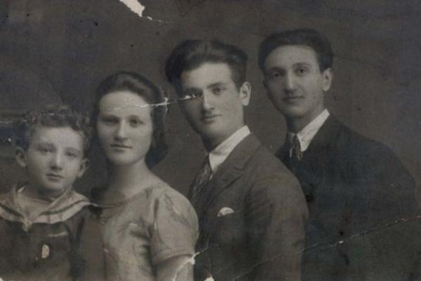 Підволочиськ на листівках та родинних фото