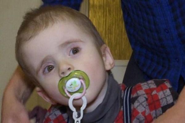 Тернополянку з важкохворим хлопчиком, якого швидка забрала у реанімацію, не захотіли пропустити у черзі