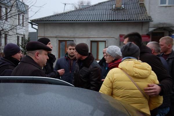 Жителі Тернопільщини мало не вчинили самосуд над екс-заступником прокурора