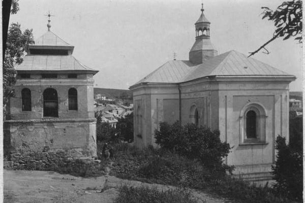 Костел в Бучачі на довоєнних фото