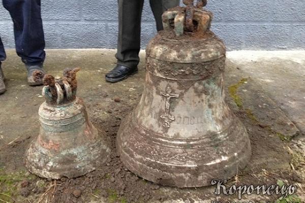 На Тернопільщині копали водопровід, а знайшли столітні дзвони зруйнованої церкви (Фото, відео)