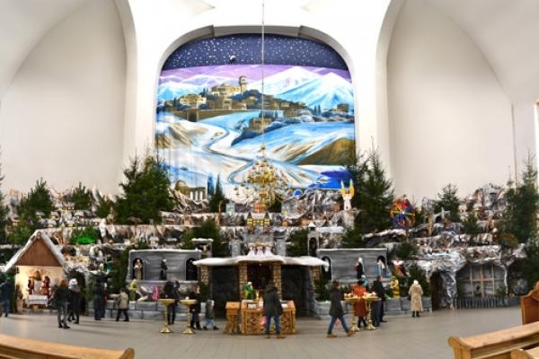 Зі всієї України їдуть у Тернопіль подивитися на рекордно велику шопку