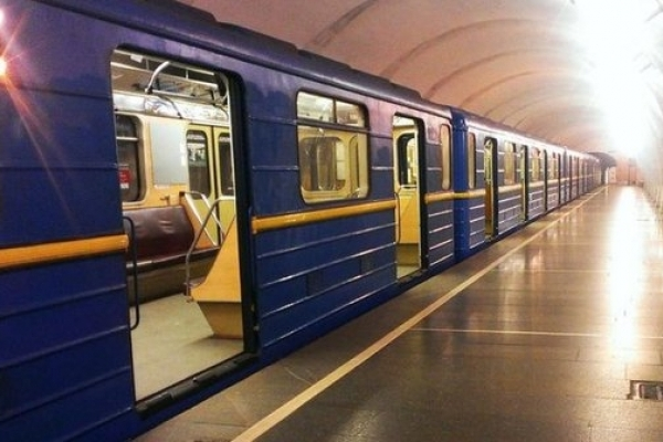 Київське метро влаштувало крижаний душ пасажирам