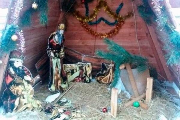 Вандали потрощили Різдвяну шопку на Тернопільщині