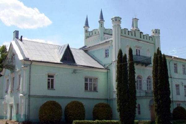 Палац на Кременеччині, який 140 років тому придбав російський граф, й нині радує око