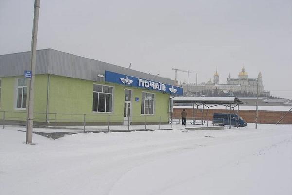 Люди, що працюють у Почаєві, не мають чим дістатися до дому