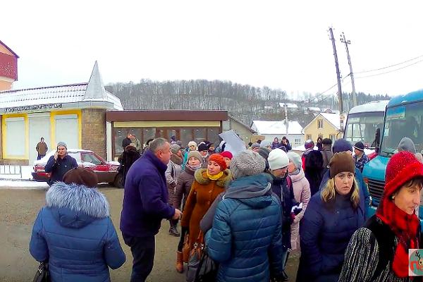 На Тернопільщині медики перекрили дорогу (Фото)
