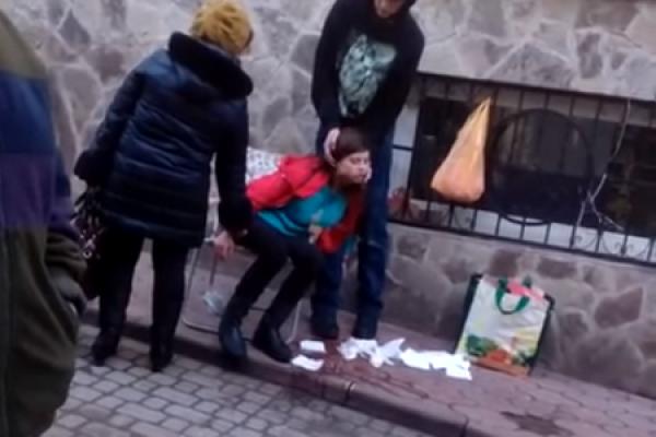 У Бучачі працівники ринку сміялися з дівчини, яка стікала кров'ю? (Відео)