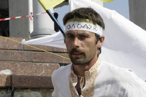 Родина загиблого Героя з Кременеччини заборонила використовувати його ім'я на пам'ятнику у Вінниці (Документ)